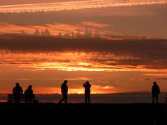 Ammirando il tramonto e godendo... (libra1054) Tags: sunset tramonto sonnenuntergang pôrdosol northsea nordsee merdunord puestadelsol coucherdusoleil maredelnord mardelnorte mardonorte