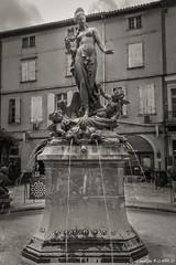 Limoux_20150809_1569 (Toche43) Tags: france monument monochrome statue blackwhite europe noiretblanc aude fontaine languedocroussillon limoux