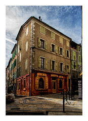 Rue Droite (v2) (Olivier Faugeras) Tags: sisteron provence pentax strret