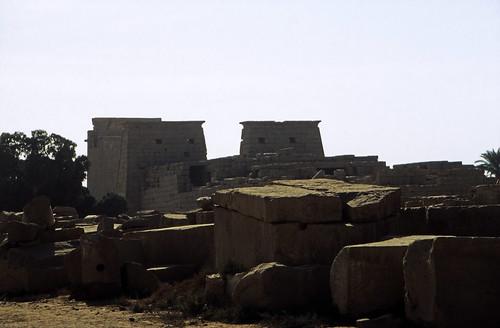 "Ägypten 1999 (312) Karnak-Tempel: Tempel des Chon • <a style=""font-size:0.8em;"" href=""http://www.flickr.com/photos/69570948@N04/28875088205/"" target=""_blank"">View on Flickr</a>"