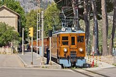 Train de Sller in Bunyola (k.hofmeister) Tags: train de soller mallorca balearen zug eisenbahn palma bahnhof station triebwagen elektrisch tren sller bunyola