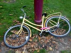 Fallen Yellow Bike (Quetzalcoatl002) Tags: yellow bike meisjesfiets fallen flat bicycles amsterdam