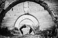 Arches (M.ALKHAMIS) Tags: street leica portrait sony 90mm a7r alkhamis malkhamis