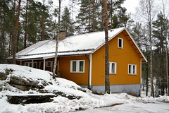 The rent cottage near the western end of Lake Valklampi (Nuuksio national park, Vihti, 20120106) (RainoL) Tags: winter snow building forest buildings finland geotagged january v fin nuuksio 2012 uusimaa vihti vichtis nuuksionationalpark valklampi 201201 20120106 geo:lat=6031244300 geo:lon=2446376800
