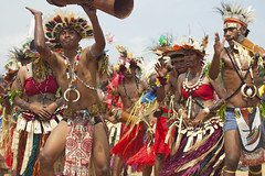 PNG Independence Day (Dave Haddow) Tags: new music colour men face festival guinea dance women paint drum body culture tribal png tribe independence papua