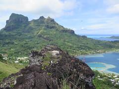 "Bora Bora vu d'en haut <a style=""margin-left:10px; font-size:0.8em;"" href=""http://www.flickr.com/photos/83080376@N03/17127739011/"" target=""_blank"">@flickr</a>"