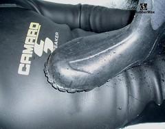 907 71 (rubbermax) Tags: rubber wetsuit neoprene