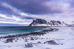 Uttakleiv beach (Lukasz Lukomski) Tags: sea snow mountains ice beach water norway landscape norge europa europe scandinavia lofoten góry woda morze plaża sigma1020 krajobraz norwegia snieg skandynawia lofoty nikond7200 lukaszlukomski