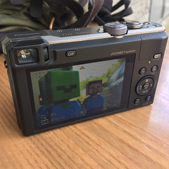 Lego Minecraft and my Panasonic TZ60 (Moro972) Tags: camera wood blue verde green square table photo foto lego display head blu zombie steve pic screen 2016 schermo iphone6 minecraft tz60