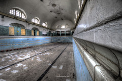 Firm grip at the poolside (Fine Art Foto) Tags: swimming pool schwimmbad badeanstalt bad verdunstung evaporation urbex urbanexploration urbandecay urban lostplace lostplaces abandoned aufgegeben forgotten oblivion