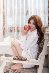 DSC_4597 (錢龍) Tags: 鄔育錡 女孩 girl 棚拍 lillian beauty 棉褲 白襯衫 床 家具 美腿 d700 nikon 辣妹