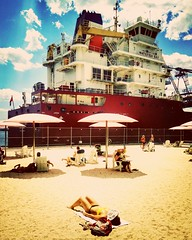 Sugar Beach, Toronto (*CityPines*) Tags: sugarbeach heatwave toronto ship vessel sunbathing weather oneplusone urban