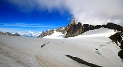 Crossing the icefield - Monte Bianco - Italy (Lior. L) Tags: crossing icefield montebianco italy travel trekking mountains sky nature