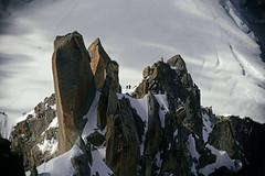 _TAG7916_D1 (thiger_fr2000) Tags: aiguilledumidi massifdumontblanc alpinistes montagnes chamonix escalade