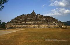 Magelang, Borobudur Temple (blauepics) Tags: indonesien indonesia indonesian indonesischer central zentraljava java candi borobudur temple tempel unesco world heritage site weltkulturerbe buddhist buddhistischer religion 1991