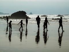 Paya de Liencres II (alcahazada) Tags: playa reflejos mar agua cantabrico mareabaja olas verano beach sea water waves reflections tide lowtide summer