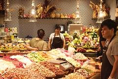 - mercat Boqueria - (louisrigaud) Tags: barcelona client stand boqueria fruitmarket portrait worker man photography canon