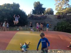 Trouvez l'intrus sur la trampoline!
