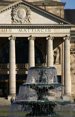 Wiesbaden, Brunnen beim Kurhaus (fountain at the spa house) (HEN-Magonza) Tags: fountain germany deutschland wiesbaden hessen brunnen kurhaus hesse spahouse