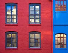 Red & Blue (Teelicht) Tags: blue red rot architecture deutschland hamburg architektur blau ottensen