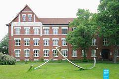Alf Lechner - Kreis-Rythmus - 1992 - Leverkusen (NRWskulptur) Tags: sculpture skulptur nrw publicart nordrheinwestfalen rheinland leverkusen kunstimöffentlichenraum northrhinewestphalia edelstahl lechner alflechner kslmusikschule
