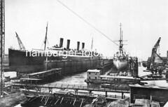 X127784 Schwimmdocks der Werft Blohm + Voss in Hamburg - ein Passagierschiff sowie ein Kriegsschiff sind eingedockt. (christoph_bellin) Tags: fotos hamburger hafen bilder entwicklung geschichte alte werft historische fotoarchiv bootsbau schiffswerft werftarbeiter