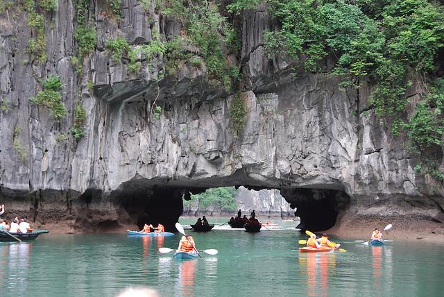 3(Thuyền vào trong Hồ đẹp lung linh)