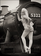 Didcot Glamour (Craig 2112) Tags: didcotrailwaycentre didcot timeline glamour model lena