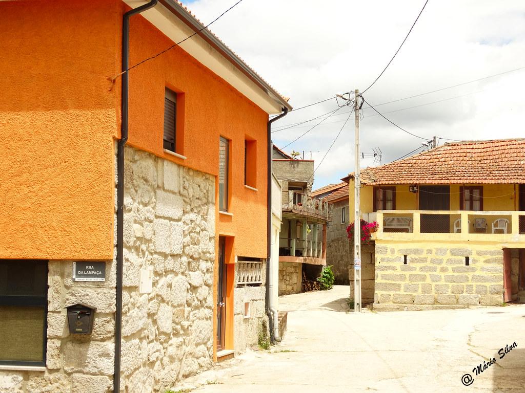 """Águas Frias (Chaves) - ... casas na Rua Central - """"Concelho"""" ..."""