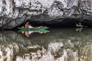 Tam Coc reflection