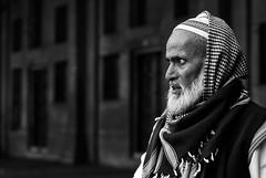 Homme  Fatehpur Sikri ( Uttar Pradesh ). (Gilles Daligand) Tags: inde india fatehpursikri marchand merchant musulman muslim portrait noiretblanc bw monochrome