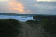 Bunker, plage du Magouro, commune de Plouhinec (Bretagne, Morbihan, France) (bobroy20) Tags: morbihan plouhinec plage coucherdesoleil soleil bretagne etel lorient bunker casemate dune ciel nuage magouro