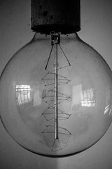 Light in a bowl (Wouwsch) Tags: light lamp bulb spiral concrete globe spiraal beton fitting wolfram gloeilamp pitje