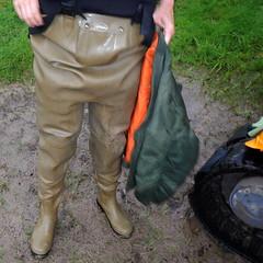Chameau-oliv-Baustelle2833b.B (Kanalgummi) Tags: rubber jacket worker bomber sewer waders kanalarbeiter bomberjacke gummihose chestwaders goutier wathose