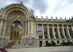 Paris 108 (AmyEAnderson) Tags: gate gold columns building historic landmark round stonework paris france europe june 2016 steps