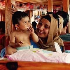 Sonrisas (PhotoSebastian) Tags: turqua turkey oludeniz smile travel portrait retrato baby muslim