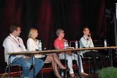Panelistit Ville Skinnari (vas), Elina Lepomäki (kok), Turvan toimitusjohtaja Minna Metsälä sekä Sitran vanhempi neuvonantaja ja poliitikko Oras Tynkkynen (vihr)