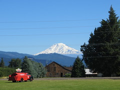Mt. Adams, Washington (Joel Abroad) Tags: oregon hoodriver mountains snowcapped landscape kenjernstedtairfield mtadams washington
