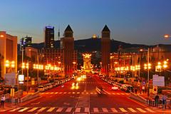 Barcelona by night. Av. Reina Maria Cristina & Plaza de Espaa (Andrey Sulitskiy) Tags: spain barcelona