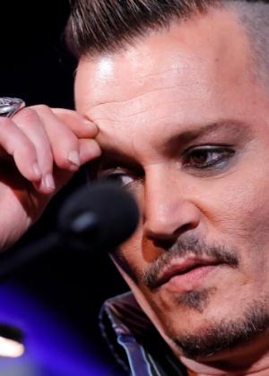 Johnny Depp teve parte do dedo cortada em briga, diz ex do ator