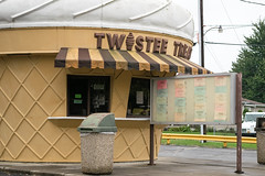 Twistee Treat Clyde (Nicholas Eckhart) Tags: america us usa 2016 retail stores clyde ohio oh twisteetreat icecream cone building