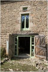 ingang Brocante (HP015951) (Hetwie) Tags: workshop brocante natuur deur achterplaats ingang auvergne door nature malvieres hauteloire frankrijk