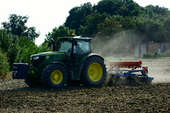 Traktoren auf dem Feld (Lutz Blohm) Tags: traktoren johndeere fendt936 landwirtschaft fe70300goss sonyalpha7aii