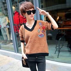 เสื้อสเวตเตอร์กันหนาวคอวี แฟชั่นเกาหลีผ้าวูลแขนยาวเนื้อนุ่มมาก นำเข้า ฟรีไซส์ สีน้ำตาล - พร้อมส่งTJ7476 ราคา1550บาท ดีไซน์คอวีขอบเอวโค้งทันสมัยสไตล์แฟชั่นเฮ้าส์แหล่งรวมดีไซน์หวานสำหรับผู้หญิงด้วยเสื้อแขนยาวท่ให้ความรู้สึกสบายผ่อนคลาย รุ่นนี้เนื้อผ้านุ่มแบ