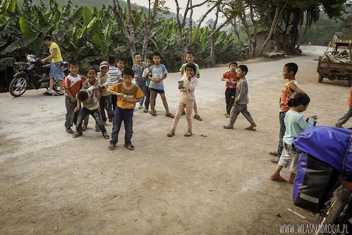 Dzieciaki przed szkołą
