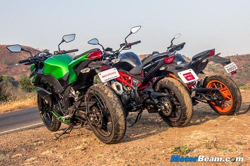 Kawasaki-Z250-vs-Benelli-TNT-300-vs-KTM-Duke-390-11