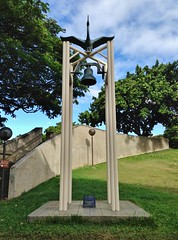 The Nagasaki Bell (ArtFan70) Tags: sculpture usa bird art america hawaii downtown unitedstates bell oahu crane hi honolulu peacememorial downtownhonolulu capitoldistrict nagasakibell thenagasakibell kalanimokuhale