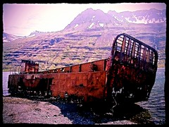 Mjifjrur (arnthorr) Tags: hringur2016 arnrragnarsson arnthorr ar fjlskyldan fjlskyldufer sland iceland islande austurland austfirir easticeland east mjifjrur oldboat boat rust ry prammi landgnguprammi