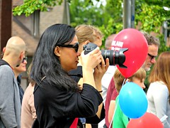 99 Red Balloons (knightbefore_99) Tags: candid camera photographer eastvan 2016 car free day italian italy commercialdrive west coast vancouver bc red balloon chinese asian lady