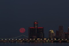 Full Moon July 2016-113 (That Girl, Teri) Tags: detroit fullmoon technicaldifficulties rencen gmbuilding betterlucknexttime unedtied rightfromcamera
